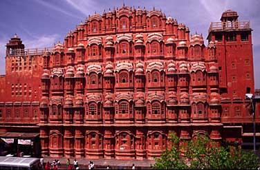 http://www.jacekphoto.com/india/jaipur_palace.jpg